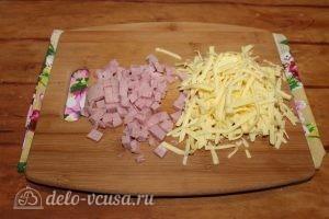 Блины с ветчиной и сыром: Измельчить сыр и ветчину