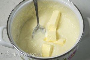 Кокосово-творожный пирог: В горячий крем добавляем сливочное масло