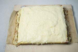 Кокосово-творожный пирог: Распределяем крем по пирогу
