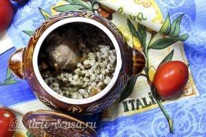Курица с перловкой в горшочках: Отправляем горшочки в духовку