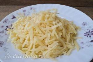 Омлет с зеленым горошком: Натираем сыр