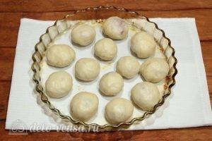 Пирожки с повидлом: Выкладываем пирожки на противень