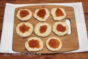 Пирожки с повидлом: Выкладываем повидло