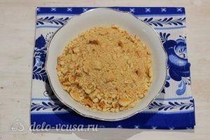 Пирожное Картошка из печенья со сгущенкой: Измельчаем печенье