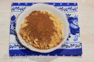 Пирожное Картошка из печенья со сгущенкой: Добавляем какао-порошок