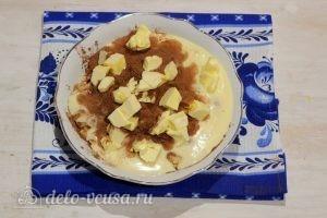 Пирожное Картошка из печенья со сгущенкой: Добавляем размягченное и нарезанное сливочное масло