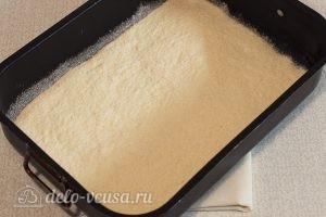 Постный тыквенный пирог: Часть теста выкладываем в форму