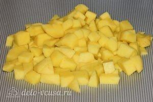 Суп из стручковой фасоли: Нарезать картошку