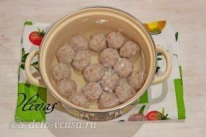 Суп с фрикадельками и лапшой: Варим фрикадельки в воде