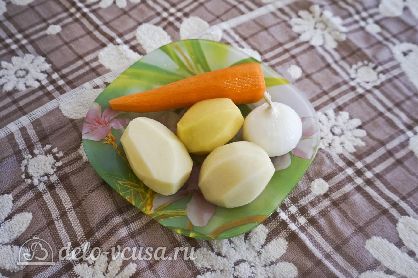 Овощной суп с зеленым горошком: Очистить овощи