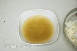 Ванильно-шоколадный творожный десерт: Желатин залить водой
