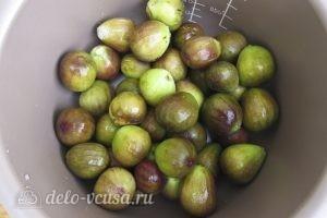 Варенье из инжира: Поместить инжир в чашу мультиварки