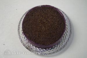 Черничный муссовый торт: Освобождаем корж от формы