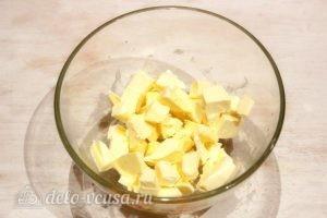 Крем из сгущенки и масла: Режем масло