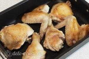 Курица в духовке под соусом: Выкладываем курицу в форму для запекания