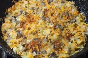 Омлет с грибами в духовке: Добавляем соль и паприку
