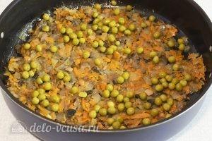 Омлет с грибами в духовке: Добавляем горошек