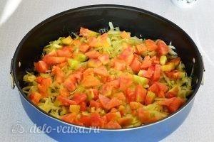 Омлет с овощами в духовке: Режем помидоры
