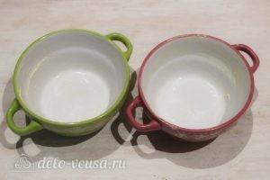 Омлет в микроволновке: Смазываем посуду сливочным маслом