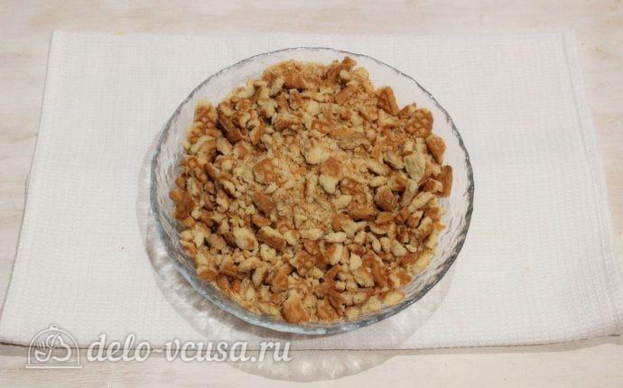 Пирожные из печенья и сгущенки: Измельчаем печенье