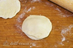 Пончики с вишней: Накрываем лепешкой