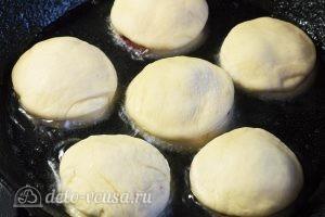 Пончики с вишней: Жарим пончики