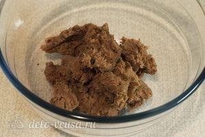 Салат с говядиной и яйцом: Перемалываем мясо