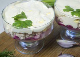 Куриный салат с маринованным луком