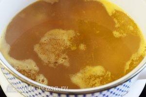 Суп с фрикадельками и картошкой: Добавляем овощи и соус