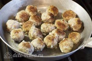 Суп с фрикадельками и картошкой: Жарим фрикадельки