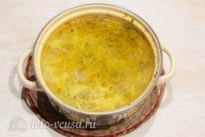 Суп с лапшой: Снимаем готовый суп с плиты