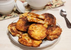 Сырники с вареной сгущенкой