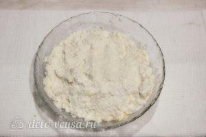 Сырники с вареной сгущенкой: Перемешиваем массу