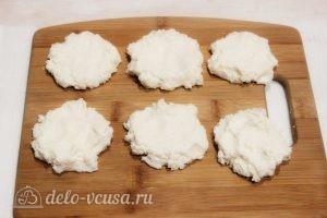 Сырники с вареной сгущенкой: Лепим заготовки
