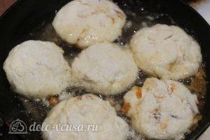 Сырники с вареной сгущенкой: Жарим сырники
