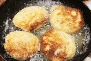 Сырники со сметаной в духовке: Зарумянить с другой стороны