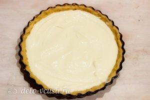 Творожный пирог со смородиной: Выливаем на тесто творожный слой