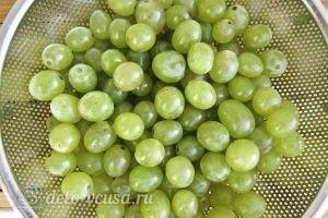 Виноградное варенье: Промыть виноград