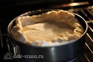 Яичный пирог: Наливаем яичную начинку и закрываем пирог