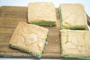 Бисквитное пирожное со сливочным кремом: Промазываем коржи кремом