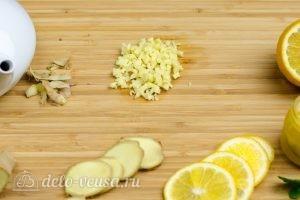 Имбирный чай с лимоном: Измельчить имбирь