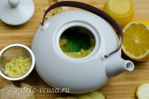 Имбирный чай с лимоном: Кладем лимон в чайник