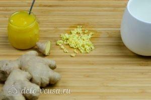 Имбирный чай с медом: Измельчить корень