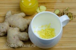 Имбирный чай с медом: Кладем имбирь в чашку или чайник