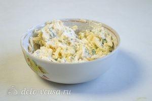 Картофельная запеканка с курицей и грибами: К сыру добавить лук и майонез