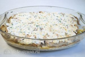 Картофельная запеканка с курицей и грибами: Добавить на запеканку сырную смесь