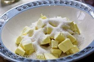 Пирог с манкой и яблоками: фото к шагу 5.