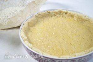 Пирог с шоколадом и орехами: Убрать груз с теста