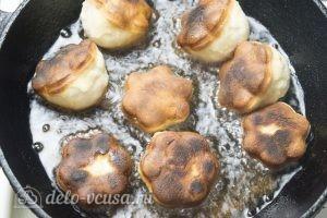 Пышки на сковороде: Обжарить пышки