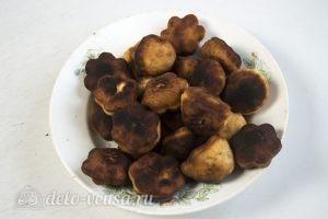 Пышки на сковороде: Положить пышки на салфетку